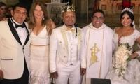 El cantante Poncho Zuleta y la presentadora Diva Jessurum en la boda Mr. Black con Yuranis León