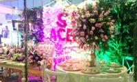 Las flores están en tendencia para la decoración de bodas.