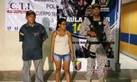 Esta es la mujer, presunta extorsionista capturada por la Armada, el CTI y la Policía.