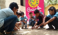 Niños indígenas de la comunidad Ette Ennaka del resguardo Nara Kajmanta.