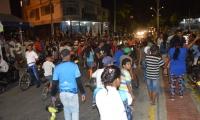 Habitantes de Villa del Carmen usaron hasta motos para bloquear la vía.
