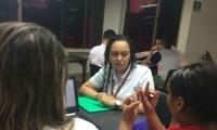 Delia Meza dicta monitorías a jóvenes con limitaciones auditivas.