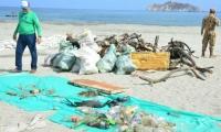 Retiran  20 metros cúbicos de basura y desechos en desembocadura del río Manzanares.