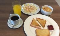 Los desayunos balanceados que ofrece el hotel, son los preferidos por los visitantes.