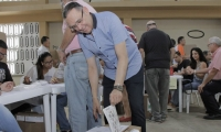 Efraín Cepeda votando.