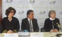 La presidenta de la Jep Patricia Linares, el Fiscal Néstor Humberto Martínez y la Vicefiscal María Paulina Riveros.