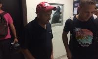 Gilberto Luna a la salida del juzgado en el edificio Galaxia.