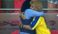 Cámaras captaron el abrazo entre René Higuita y Carlos Valderrama.