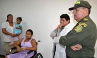 Luis Cuello Loperena (centro), reconocido médico samario
