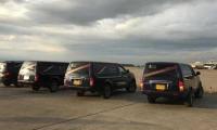 vehículos que transportan los periodistas.