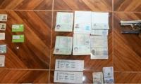 Decomisaron armas y documentos de identidad ilegales.