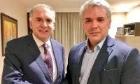 Iván Duque, el nuevo presidente electo de Colombia junto al efe de Misión de Verificación de ON, Jean Arnault.