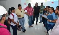 El secretario de Salud, Julio Salas, socializó los servicios en el centro de salud.