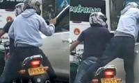 El asalto fue grabado desde otro vehículo.