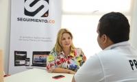 La secretaria de Cultura de Santa Marta, Diana Viveros, durante la entrevista en la redacción de Seguimiento.co
