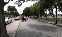 Obras en las vías de Santa Marta provocan serios trancones por falta de señalización y de agentes.