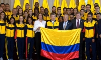 El Presidente Juan Manuel Santos, la directora de Coldeportes, el presidente del COC y la delegación.