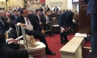 La plenaria del Congreso se vio sorprendida cuando Mockus se bajó los pantalones ante los asistentes.
