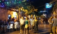 Uno de los callejones cercanos al Parque de los Novios, uno de los sitios de rumba característicos de Santa Marta.