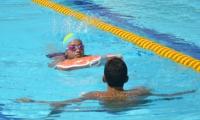 Con flotador y acompañada de salvavidas, presentó la prueba de natación la capitana de Sincelejo.