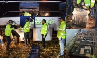 Operativos en el bus accidentado.
