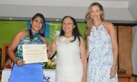 La líder comunal Evangelina Carballo Barraza, en compañía de Claudia Elena Vásquez y Ruth Chaparro