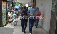 Escoltado por agentes de la Policía y Fiscalía, llegó el Edgardo Pérez al centro judicial.