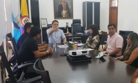 La reunión se realizó en el despacho del Alcalde.