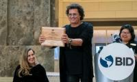 Carlos Vives y su esposa Claudia Elena Vásquez durante la presentación del proyecto ante el Banco Interamericano de Desarrollo.