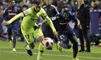 El defensor colombiano jugó sus primeros 90 minutos con el Barsa.