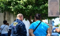 Los familiares de Yasmel José Cantillo Charris llegaron hasta la morgue de Santa Marta para reclamar el cadáver.