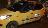 El taxista no se dejó robar y por ello fue atacado con impactos de bala.