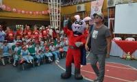Carlos Vives en el lanzamiento de campaña de salud oral en colegio de Pescaíto