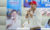 El Mello reunido con simpatizantes de su campaña.
