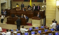 El ministro de Hacienda, Alberto Carrasquilla, afirmó que el trabajo mancomunado entre Congreso y Gobierno fue clave para lograr mayores recursos hacia sectores vía inversión.