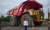 Este fue el camión pintado por el Grupo Prodeco para enviar el mensaje de lucha contra el cáncer de mama.