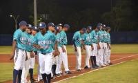 El equipo Leones debutando en el escenario deportivo samario.