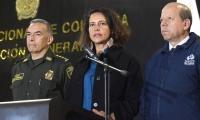 El Director de la Policía, General Óscar Atehortúa; la Ministra del Interior, Nancy Patricia Gutiérrez y el ViceDefensor, Jorge Calero.