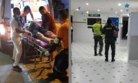 Uno de los lesionados siendo atendido.