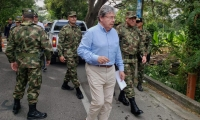 El Ministro visitó junto con los Comandantes de la Fuerza Pública de la zona la vía Riohacha - Santa Marta.