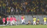 Los colombianos celebrando el gol de Andrés Felipe Reyes.