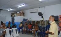 El secretario de Educación, Roberto Munarriz, se reunió con las directivas y padres de familia del colegio.
