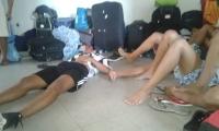 Les prometieron camarotes y terminaron durmiendo en el piso.