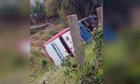 Un bus afiliado a la empresa Torcoroma se volcó en la Troncal del Caribe