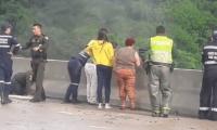 Del puente La Variante se lanzó Jessy Paola Moreno Cruz, con su hijo de 10 años.