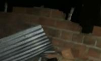 Los vientos derribaron paredes y techos.