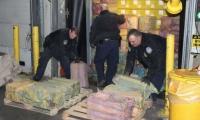 Policías fedrales en el operativo de encautación.