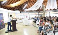 Durante su intervención Vera Salazar incentivó a los comerciantes a trabajar en equipo y a identificar estrategias que sirvan para proyectar sus pequeños negocios