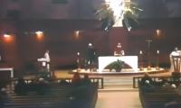Sacerdote fue apuñalado en vivo mientras oficiaba misa