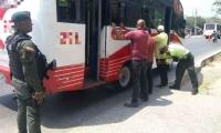 La Policía de Barranquilla está realizando operativos en los buses.